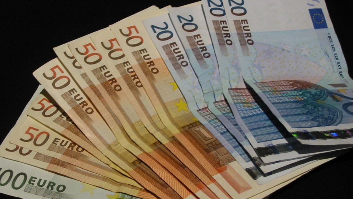cum pot face bani online)