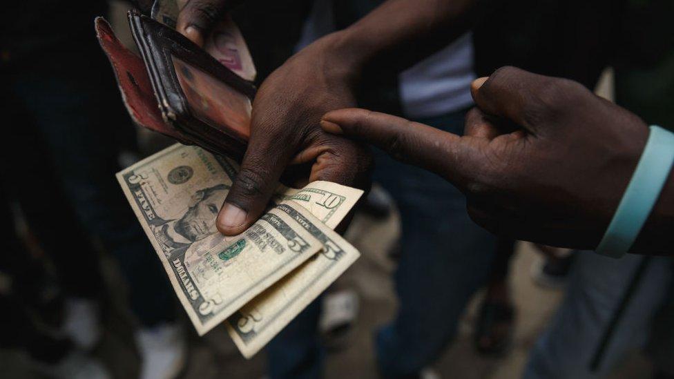 Cel mai bun curs pentru dolar sua (USD)