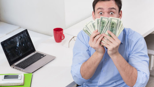 câștigând bani pe internet cu investiții minime)