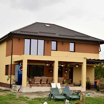 cât trebuie să câștigi pentru a construi o casă)
