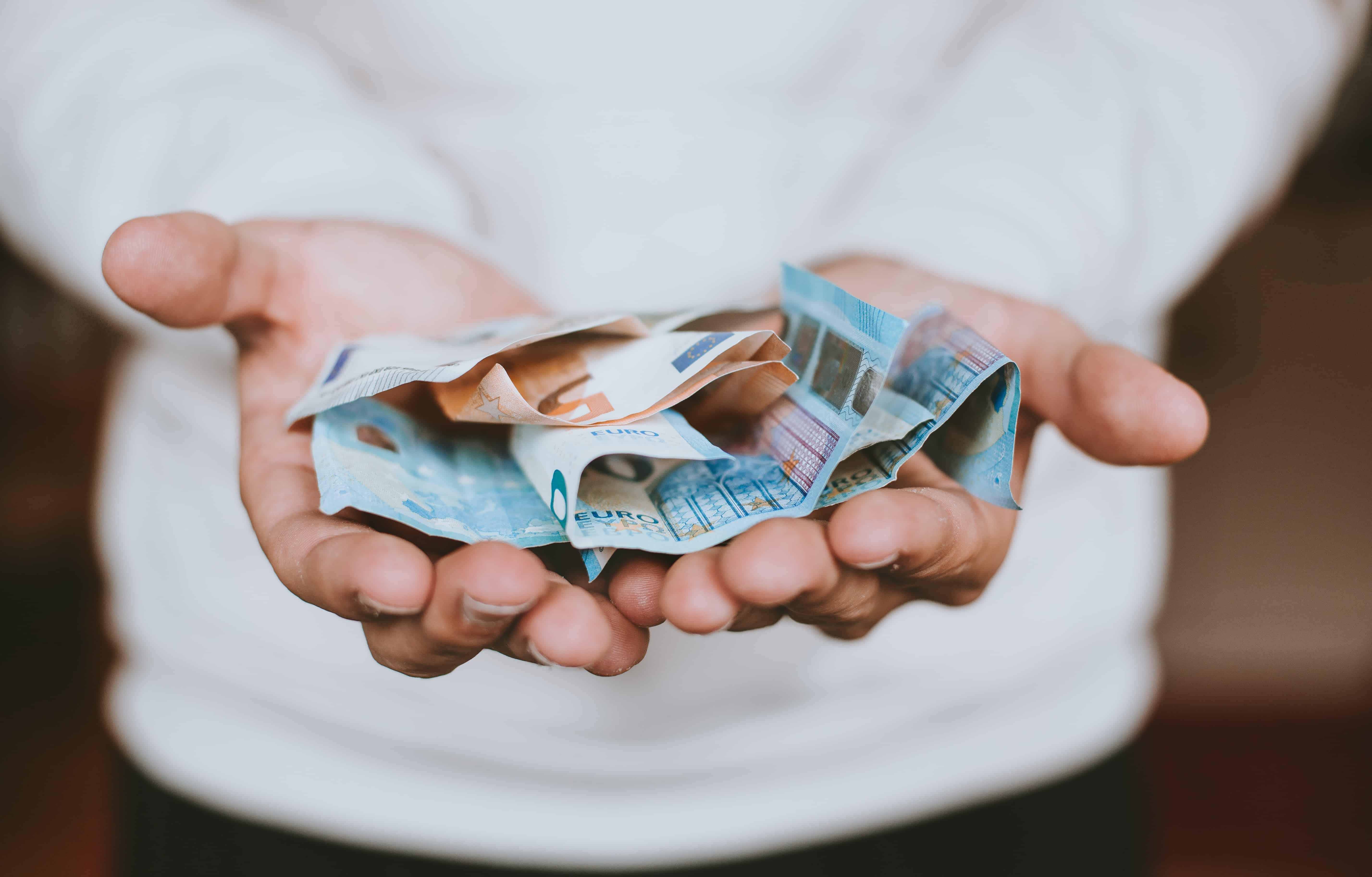 Cum Să Utilizați Bani