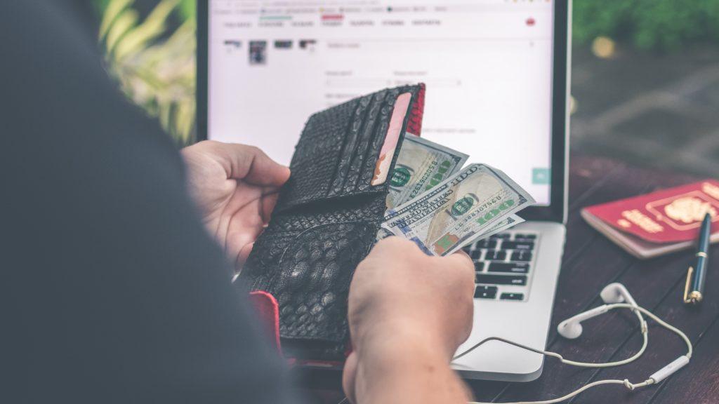 Cum să trăiești fără bani exemple reale
