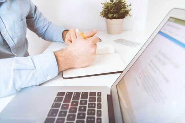 idei pentru a face bani pe internet acasă