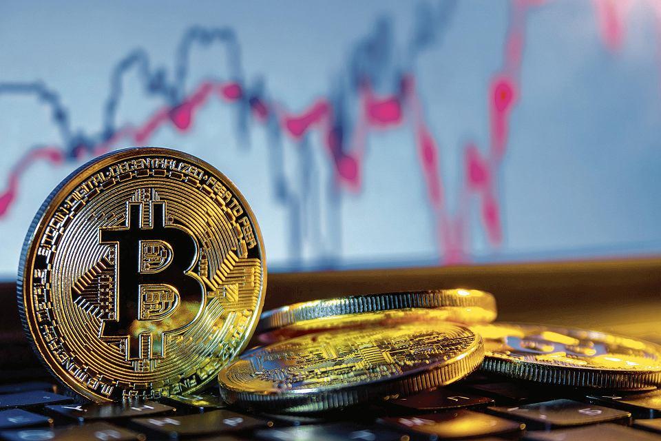 Crypto newsletter: Bitcoin scade sub nivelul de 9100 USD