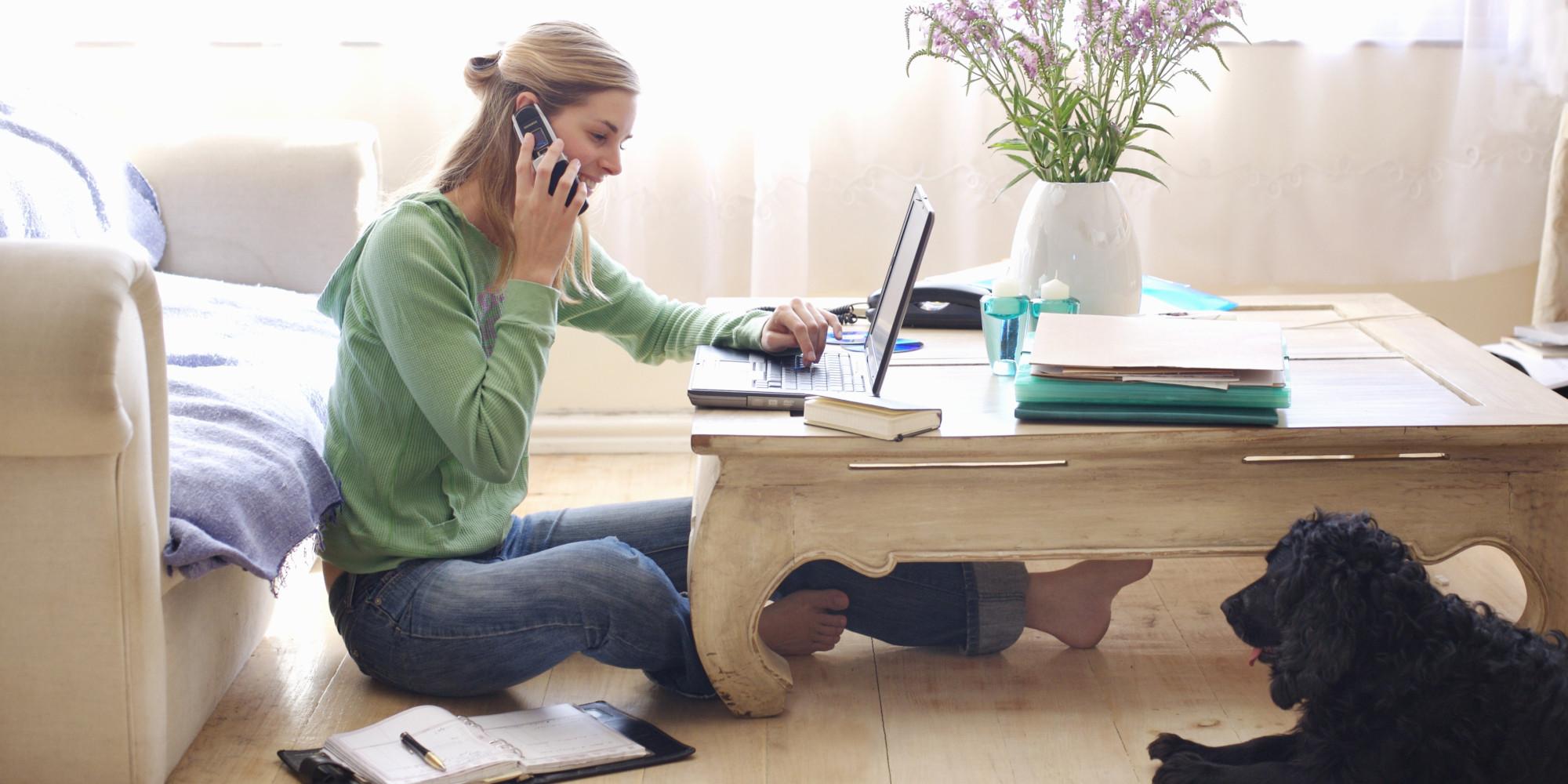 lucrează de la acasă)