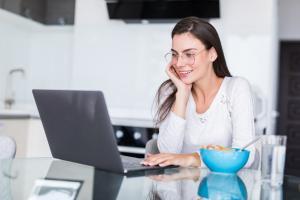 modalități simple de a câștiga bani pe Internet ascultând