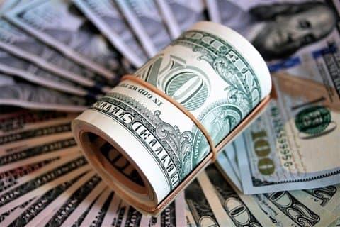 unde fac bani oamenii bogați)