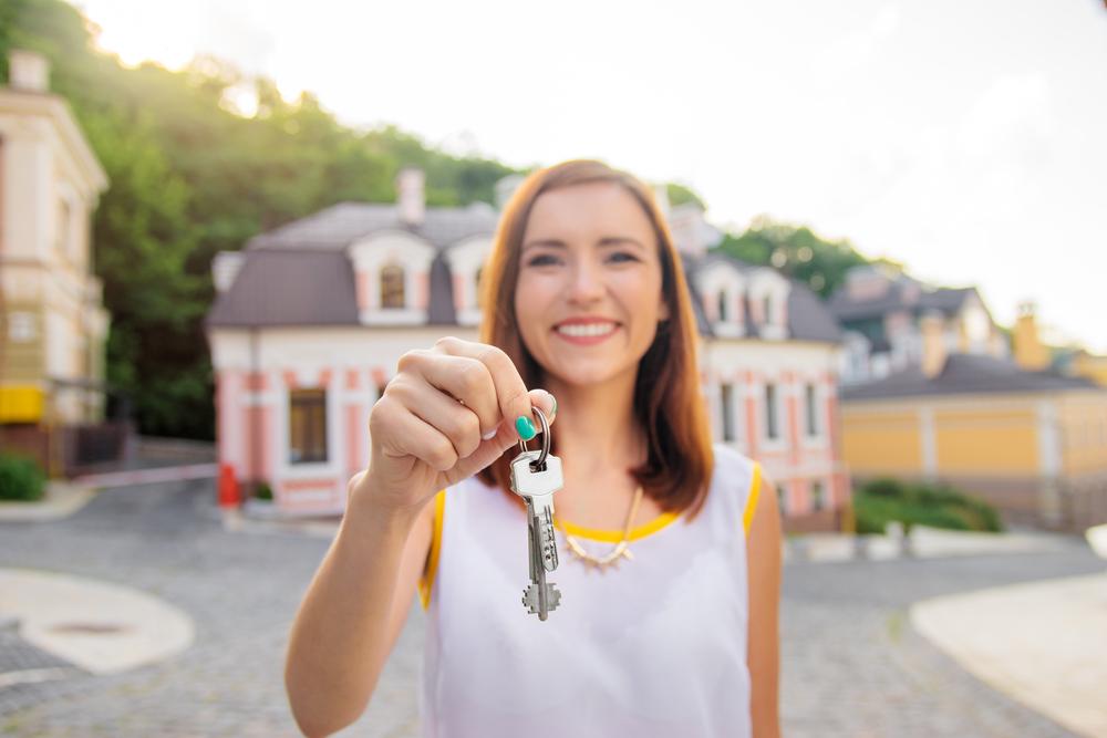 cum poate câștiga bani un agent imobiliar)