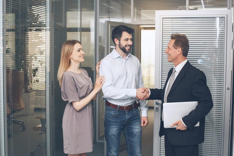 cum să faci bani pentru un agent imobiliar pe internet)