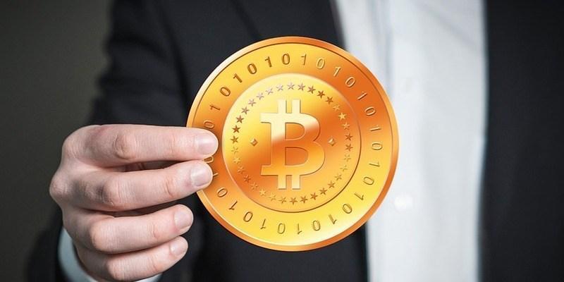 cum diferă bitcoin de bitcoin)
