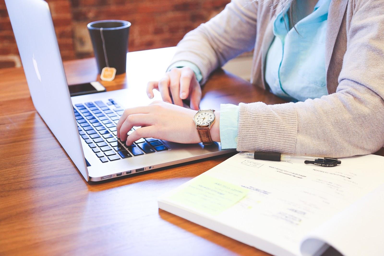 cum să faci bani online pentru un profesionist