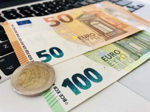 este ușor să faci bani aici)