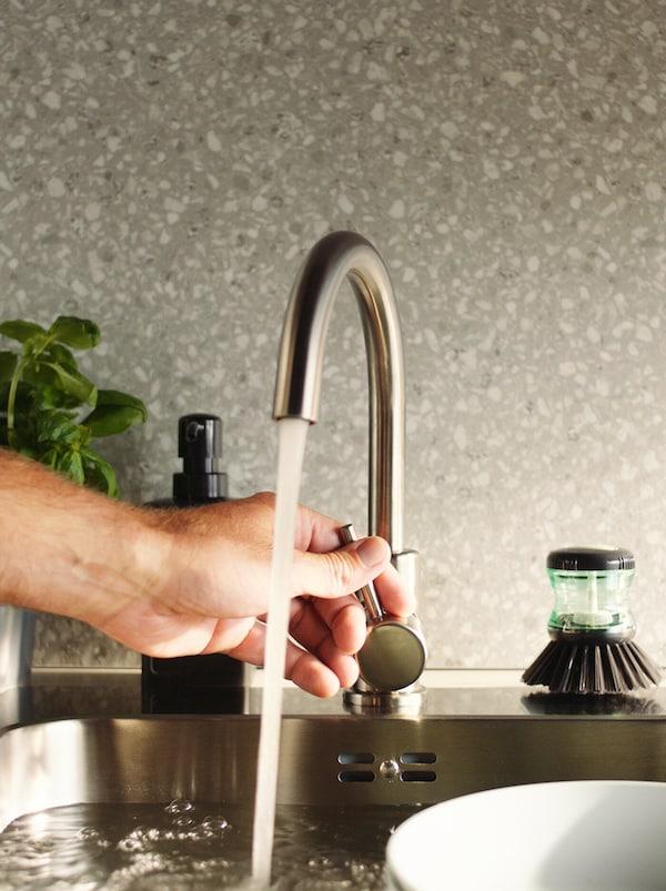Cum economisim apa   5 moduri de conservare a apei - Zewa