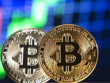 Un nou moment istoric pentru bitcoin. Criptomoneda a depășit plafonul de 25.000 de dolari
